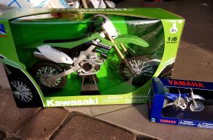 MODEL New Ray 1:6 Kawasaki KX450